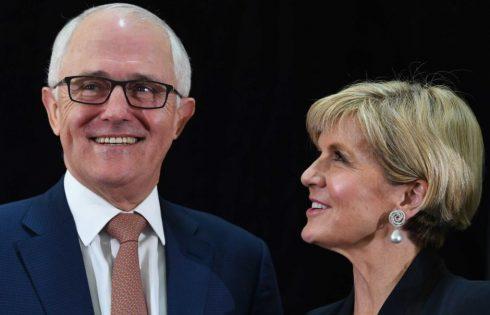 Perdana Menteri Malcolm Turnbull dan Menteri Luar Negeri Julie Bishop meluncurkan Kebijakan luar Negeri Australia bulan November lalu. - ABC/AAP/ Lukas Coch