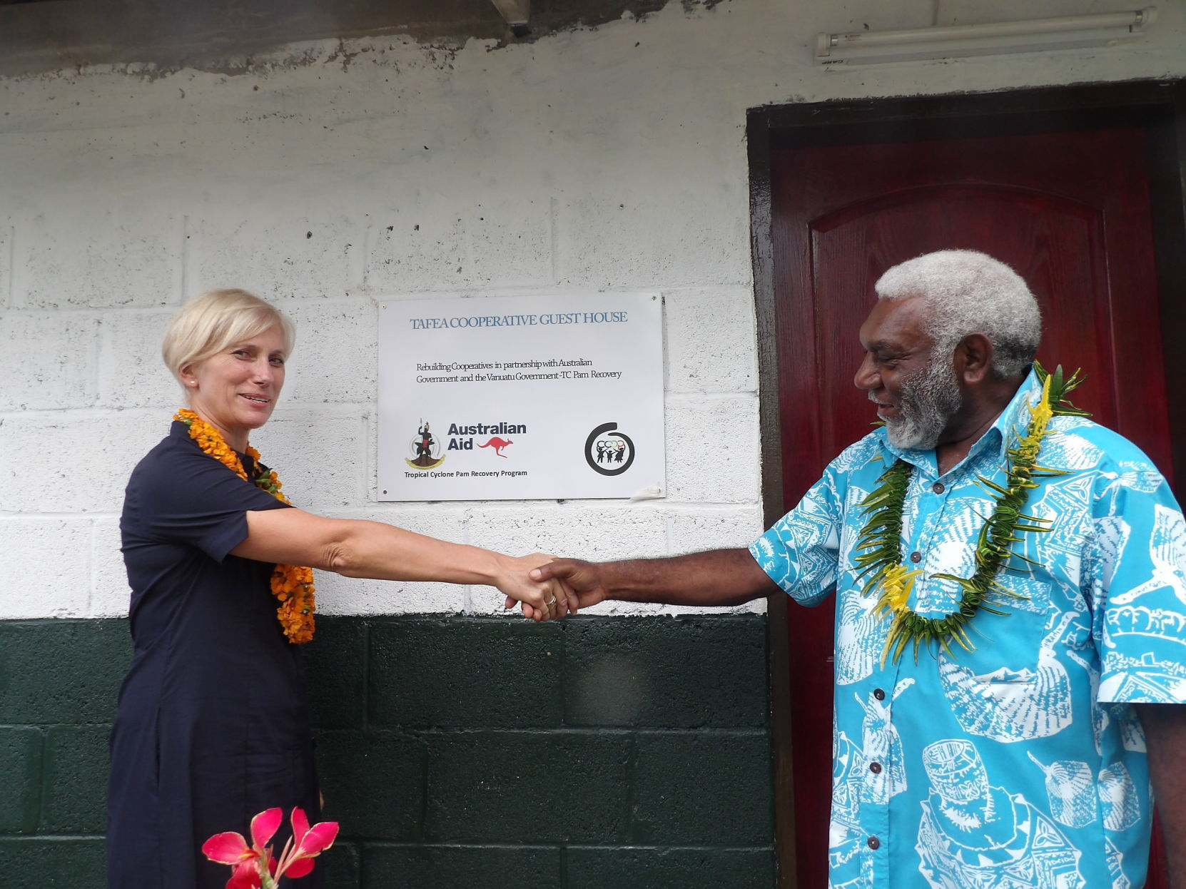 Deputy Prime Minister and Australian High Commissioner confirm partnership with handshake